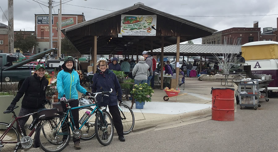 albion_farmers_market_bike_ride_michigan_900px